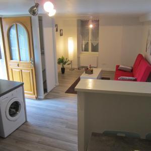 Hotel Pictures: Cote Jardin, Saint-Jean-en-Royans