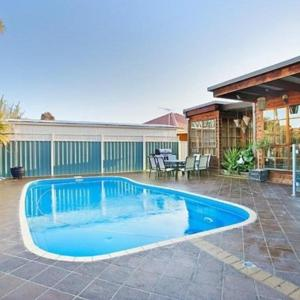 Hotellbilder: Delightful renovated home, close to CBD & beaches, Altona