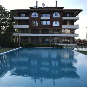 Hotel Pictures: Private Apartments in Complex Hunter's Beach, Shkorpilovtsi