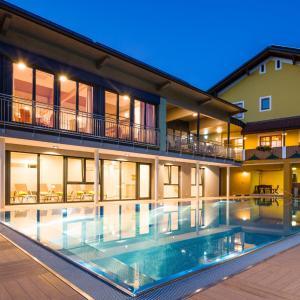 Hotellikuvia: Gasthof Hotel Schmied, Arnfels