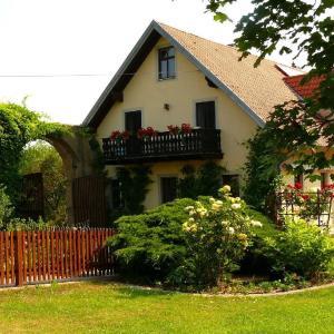Hotel Pictures: Ferienwohnungen Lindleshof, Leinach