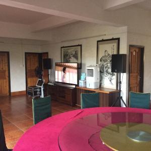 Hotel Pictures: Tianshan Peach Garden Inn, Kaiping