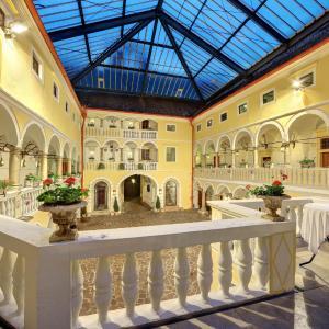 Фотографии отеля: Spa Hotel Schloss Weikersdorf, Баден