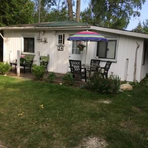 Hotel Pictures: Waterview Cottage, Wasaga Beach