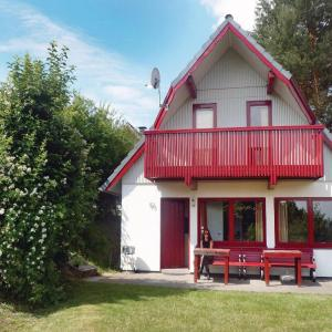 Hotel Pictures: Three-Bedroom Holiday home Kirchheim with a Fireplace 09, Kemmerode