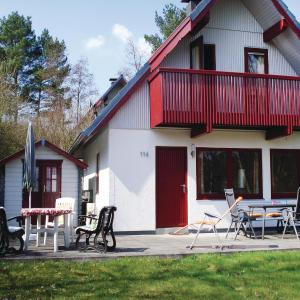 Hotel Pictures: Three-Bedroom Holiday home Kirchheim with a Fireplace 06, Kemmerode