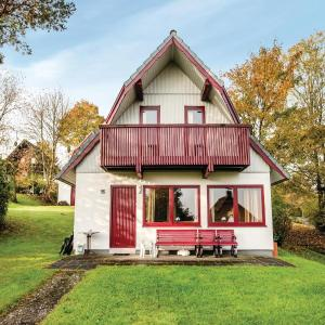 Hotel Pictures: Three-Bedroom Holiday home Kirchheim/Hessen with a Fireplace 09, Kemmerode