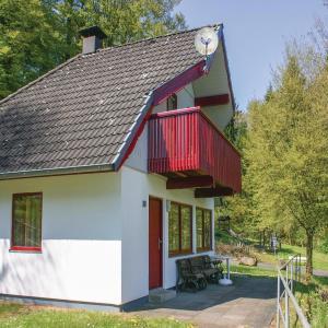 Hotel Pictures: Three-Bedroom Holiday Home in Kirchheim, Kirchheim
