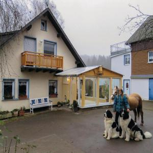 Hotelbilleder: Five-Bedroom Holiday Home in Kumbdchen, Kümbdchen