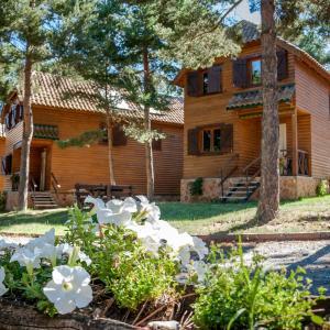 Hotel Pictures: Casas Rurales Xalet de Prades, Prades