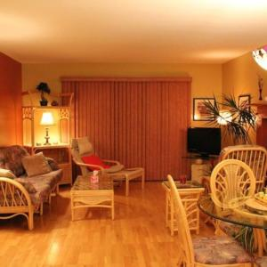 Hotel Pictures: Magog Lovely Vacation Home, Magog-Orford