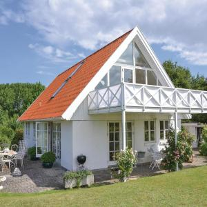 Hotel Pictures: Three-Bedroom Holiday Home in Fredensborg, Fredensborg