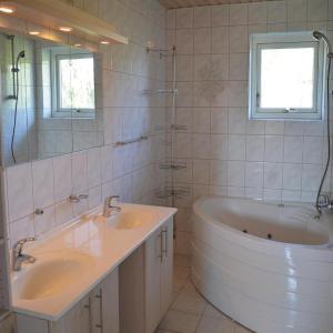 Hotel Pictures: Holiday home Kystsvinget, Frederikssund