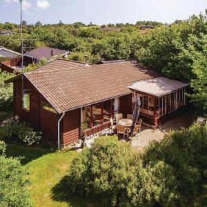 Hotel Pictures: Three-Bedroom Holiday Home in Farevejle, Fårevejle