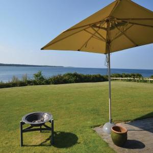 Hotel Pictures: Four-Bedroom Holiday Home in Mesinge, Mesinge