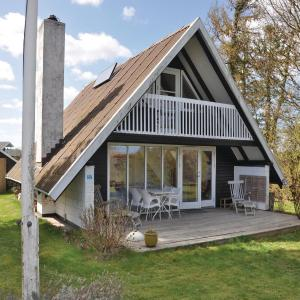 Hotel Pictures: Three-Bedroom Holiday Home in Frorup, Frørup