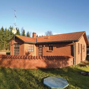 Hotel Pictures: Three-Bedroom Holiday Home in Orsted, Ørsted