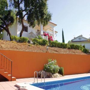 Hotel Pictures: Holiday home Trassierra 71 with Outdoor Swimmingpool, Las Jaras