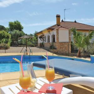 Hotel Pictures: Three-Bedroom Holiday Home in Hornachuelos, Hornachuelos