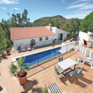 Hotel Pictures: Five-Bedroom Holiday Home in Salares, Salares