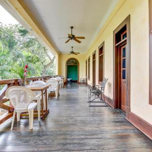 Φωτογραφίες: Colonial Suite @ Mahogany Hall, San Ignacio