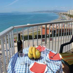 Hotel Pictures: Three-Bedroom Apartment in Torrox Costa, Torrox Costa