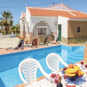 Hotel Pictures: Holiday Home Vélez Málaga with Sea View 03, Algarrobo
