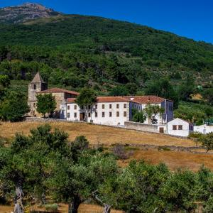 Hotel Pictures: Hospedería Conventual Sierra de Gata, San Martín de Trevejo