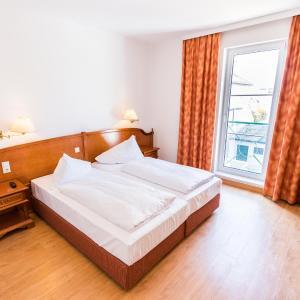 Hotellikuvia: Familie Hopfeld - Hotel Dreikönigshof, Stockerau