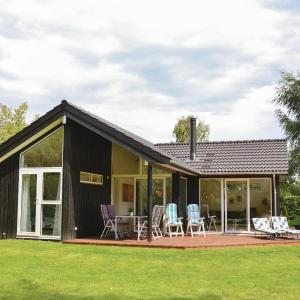 Hotel Pictures: Three-Bedroom Holiday Home in Dronningmolle, Dronningmølle