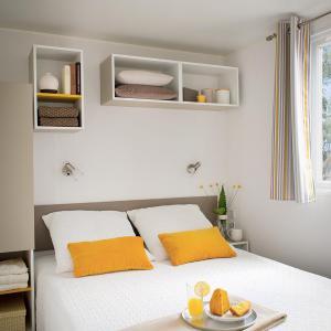 Hotel Pictures: Naturisme Héliomonde Camping Ile de France, Saint-Chéron