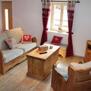 Hotel Pictures: Appartement 'Bon repos', Evolène