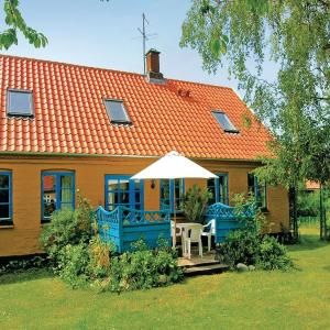 Hotel Pictures: Holiday home Niels Plumsvej Nexø XI, Balke