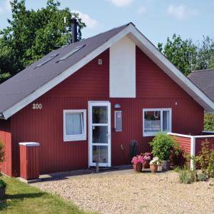 Hotel Pictures: Two-Bedroom Holiday Home in Hemmet, Falen