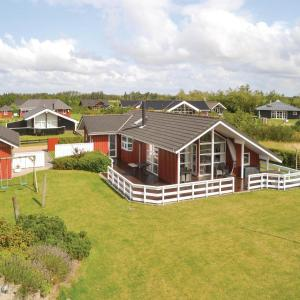 Hotel Pictures: Four-Bedroom Holiday Home in Tarm, Tarm