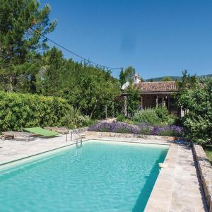 Hotel Pictures: Three-Bedroom Holiday Home in Seillans, Seillans
