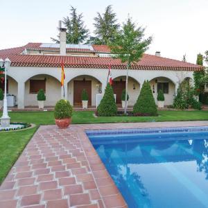 Hotel Pictures: Six-Bedroom Holiday Home in Villamayor, Villamayor