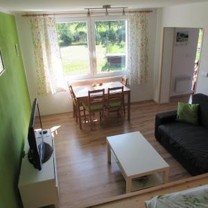 Hotel Pictures: Apartmán Stožec Ema, Stožec