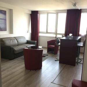 Hotel Pictures: Bright Stylish Apartment Paris Expo Porte de Versailles, Paris