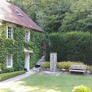 Hotel Pictures: Maison d'hotes Les Jardins du Val, Port-Villez