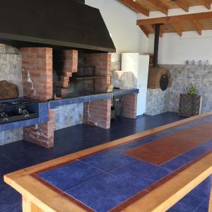 Hotel Pictures: Gran Casa orillas lago rapel, El Estero