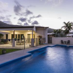 Photos de l'hôtel: Tropical private holiday house with pool, Airlie Beach