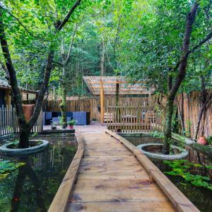 Hotel Pictures: Qingcheng Mountain Ji Du Shan Li Shu She Four Bedrooms Villa, Dujiangyan