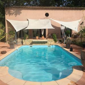 Hotel Pictures: Villa Santa Giulia Provence, La Roque-d'Anthéron