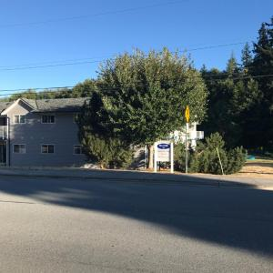 Hotel Pictures: Cranberry Lake Court, Powell River