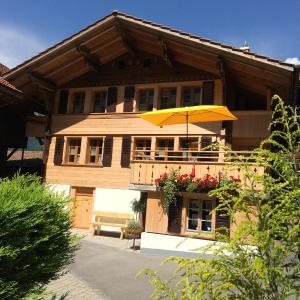 Hotel Pictures: Huebeli 60, Iseltwald