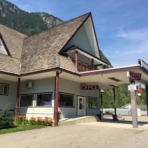 Hotel Pictures: Peaks Lodge Cabin, Revelstoke