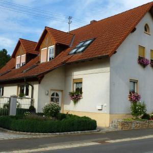 Hotel Pictures: Ferienwohnung Haßmüller, Sulzdorf an der Lederhecke