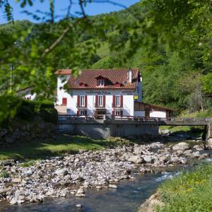 Hotel Pictures: Les Sources de La Nive, Esterençuby