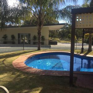 Hotelbilleder: Deniliquin Golf Leisure Resort, Deniliquin